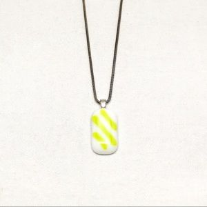 Jewelry - Vintage White & Green Glass Pendant Necklace